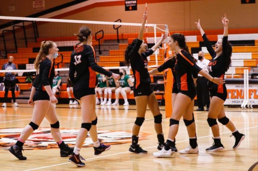 THS Girls Volleyball Dives into Sectional Final with a Win